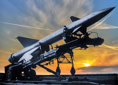 Ustanovka rakety V-300 na puskovoy stol