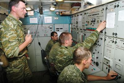 Boevoj-rascshet-zrs-S-300PM-v-kabine-F2M