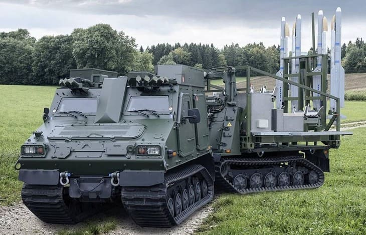 Самоходная пусковая установка комплекса IRIS-T
